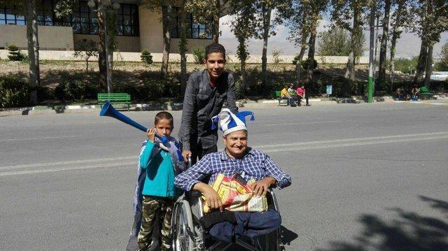 2 طرفدار معلول از عشق پرسپولیس و استقلال و تماشای داربی می گویند
