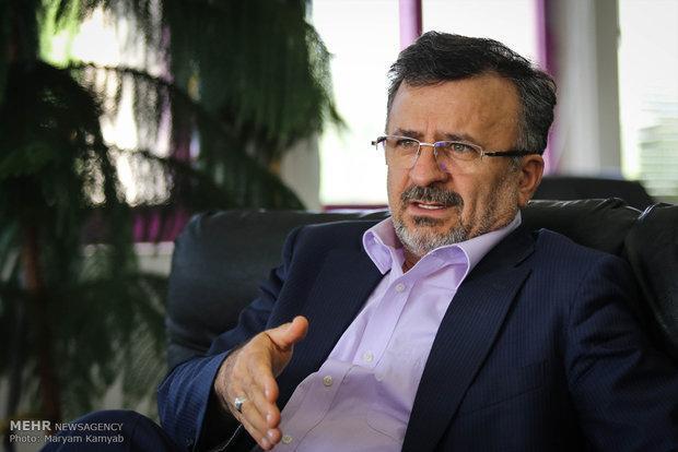 داورزنی: وزارت برای تمدید قرارداد شفر و برانکو یاری اقتصادی نمی کند